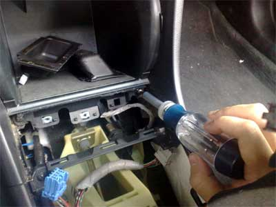 GROM USB MP3 and iPod  adapter in Honda Accord 2007 - remove two screws holding the cubby
