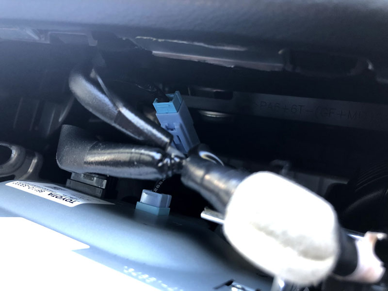 Lexus ES350 2014 display cable connected