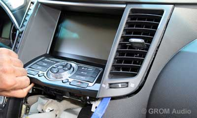 Installation of GROM USB MP3 and iPod  adapter in Infiniti FX35 2009 - step8