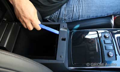 Installation of GROM USB MP3 and iPod  adapter in Infiniti FX35 2009 - step1