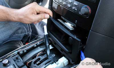 Installation of GROM USB MP3 and iPod  adapter in Infiniti FX35 2009 - step5