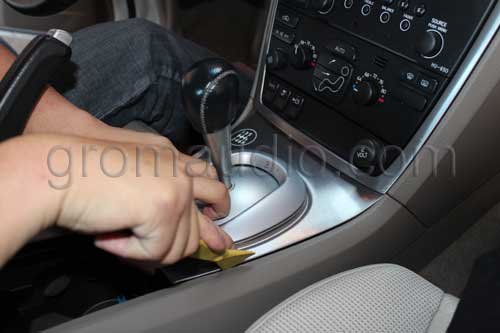 Remove the trim around the shifter