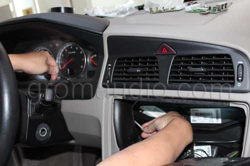 Volvo 01-06 HU650/850: Car Stereo Removal Guide and Bluetooth Hands Free