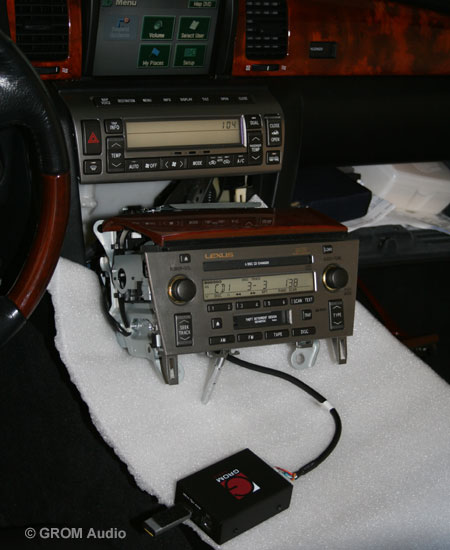 Installation of GROM USB MP3 and iPod  adapter into Lexus SC430 2006 - test the operation before you assemble the stereo back
