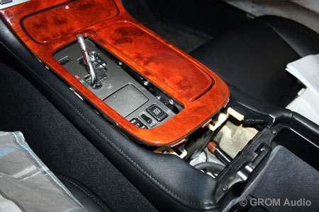Installation of GROM USB MP3 and iPod  adapter into Lexus SC430 2006 - unclip trim around gear shift