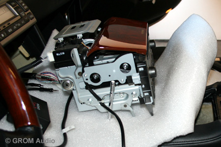 Installation of GROM USB MP3 and iPod  adapter into Lexus SC430 2006 - take the stereo out